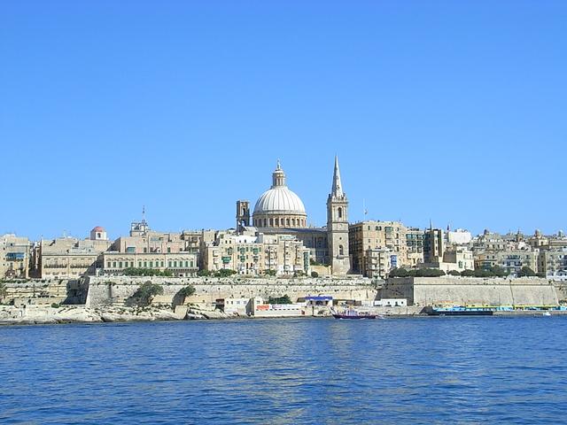 美しい街並みと海が広がる絶景の宝庫! マルタ島の観光スポットをご紹介